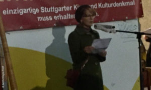 Sigrid Klausmann bei der Kundgebung zum Erhalt des Metropol Kino Stuttgart © Astrid Beyer